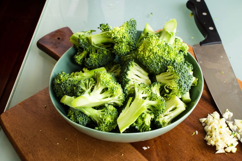 steaming vs boiling broccoli